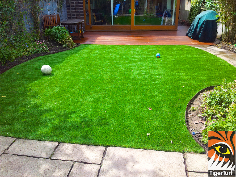 decking and lawn turf 731.jpg