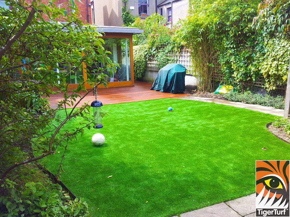 decking and lawn turf 735.jpg