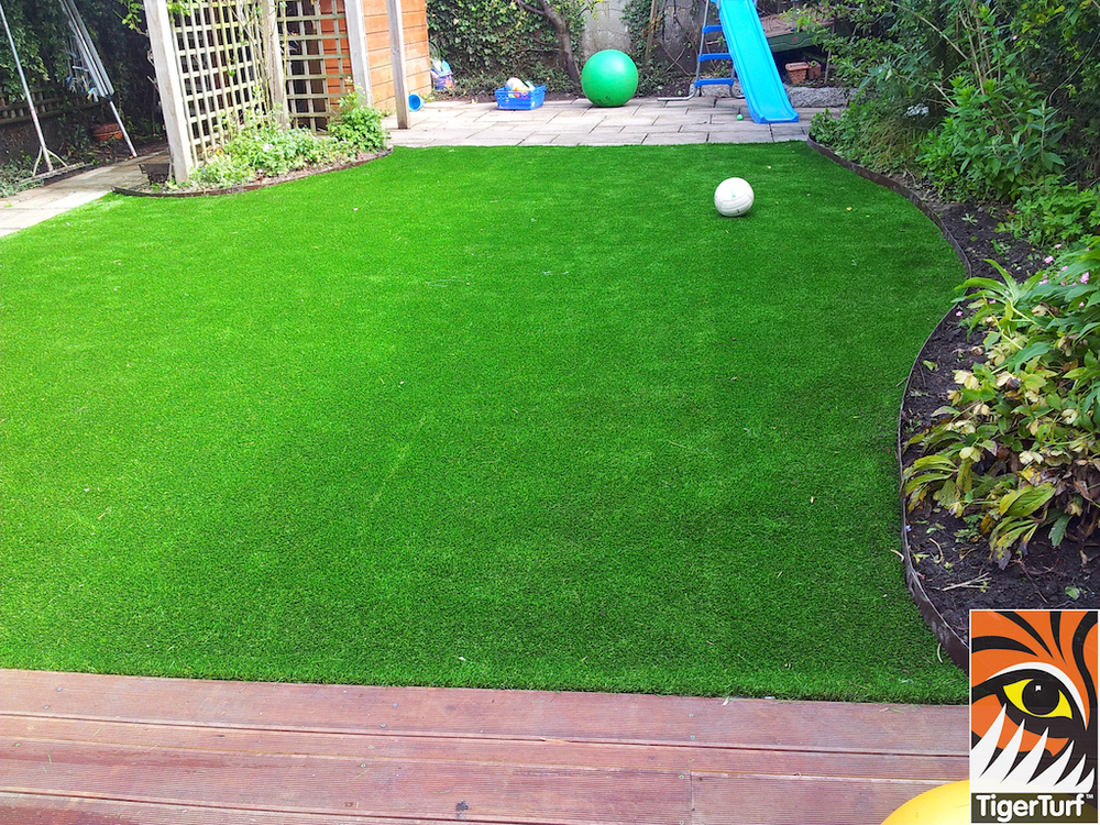 decking and lawn turf 755.jpg