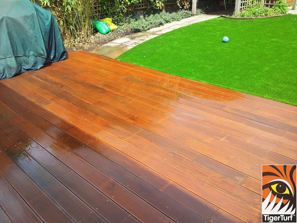 decking and lawn turf 762.jpg