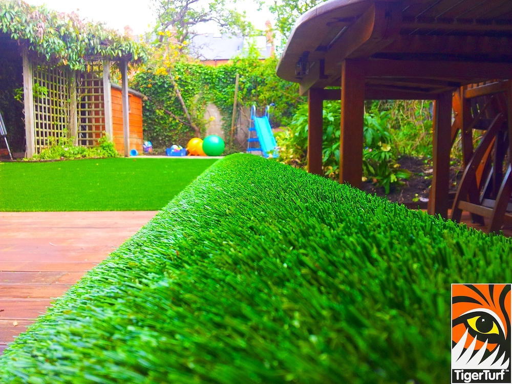 decking and lawn turf 669.jpg