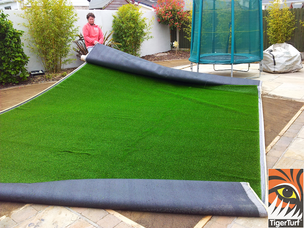 moving synthetic grass into shape