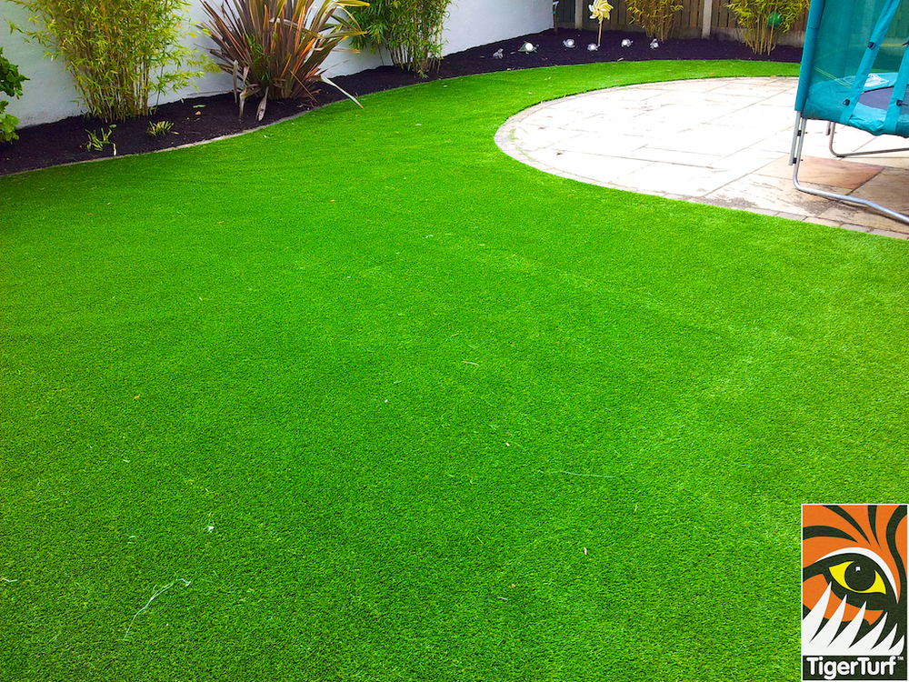 Curving shape synthetic Grass lawn
