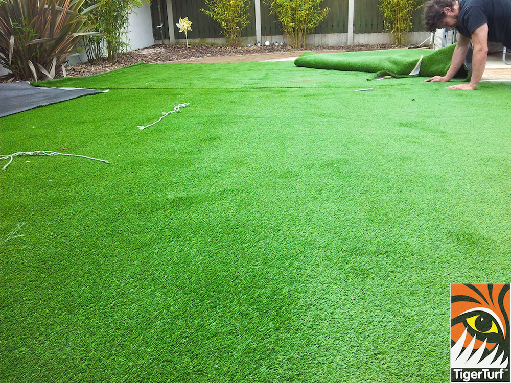 Installer seaming Grass turf
