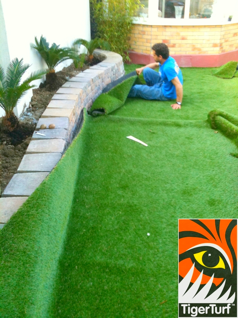 installer fitting TigerTurf