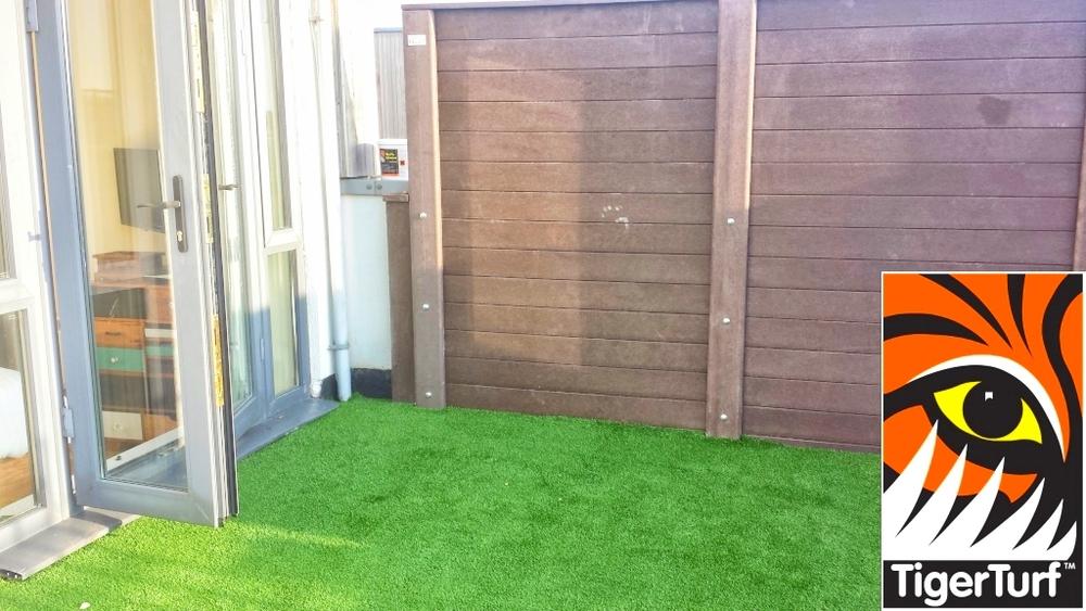 Synthetic grass on Balcony 11.jpg