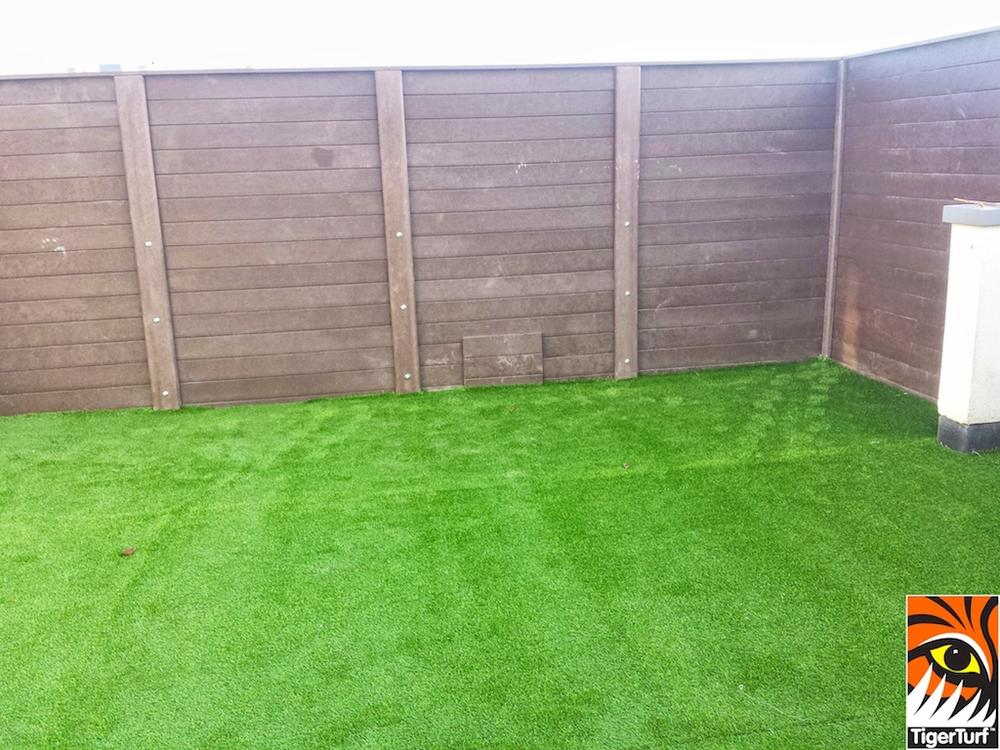 Synthetic grass on Balcony 7 (2).jpg