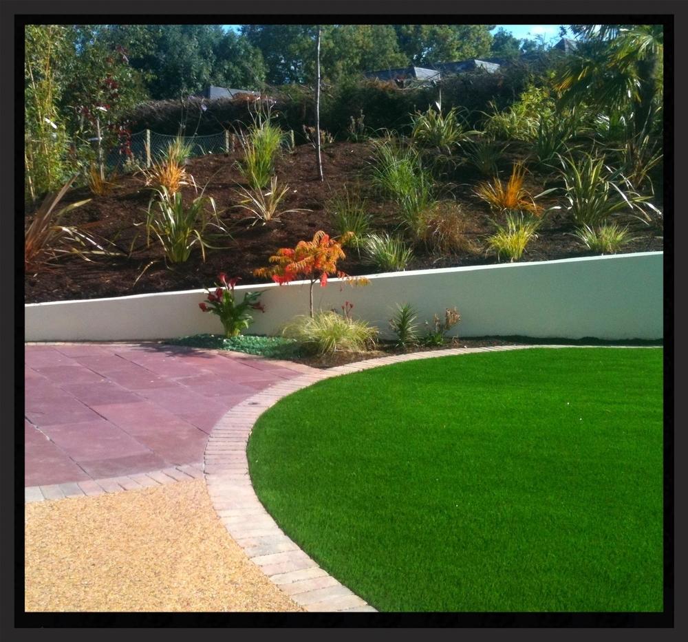 Circular lawn and patio