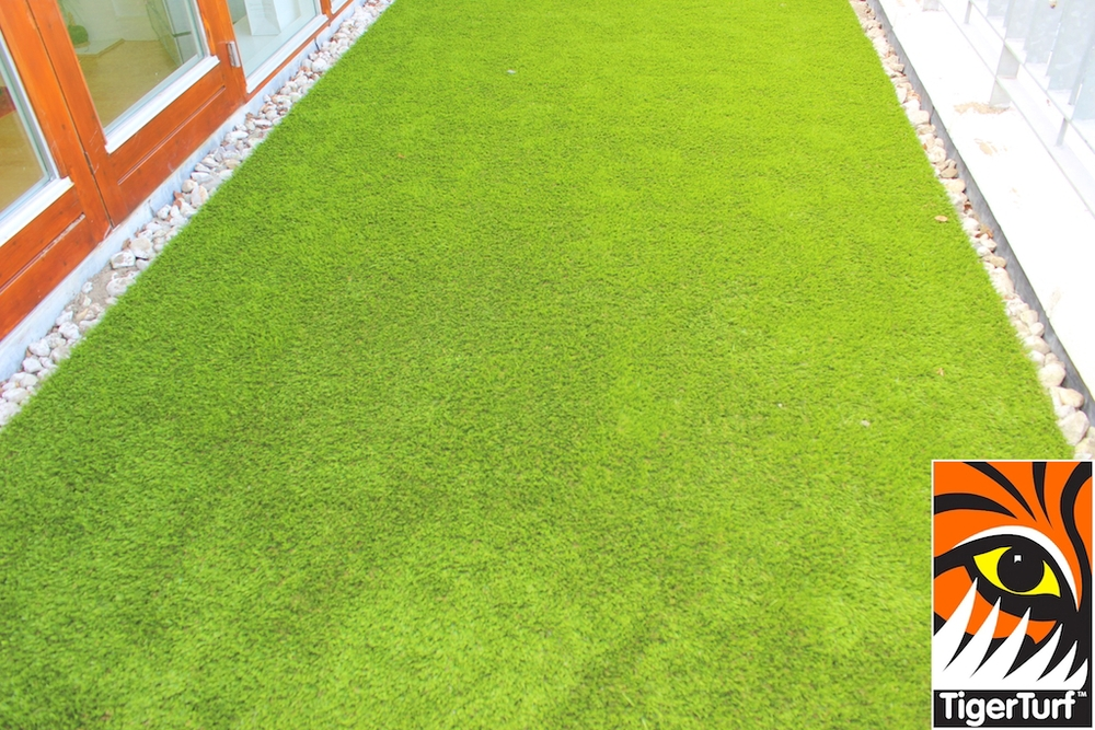 New TigerTurf lawn on Apartment balcony