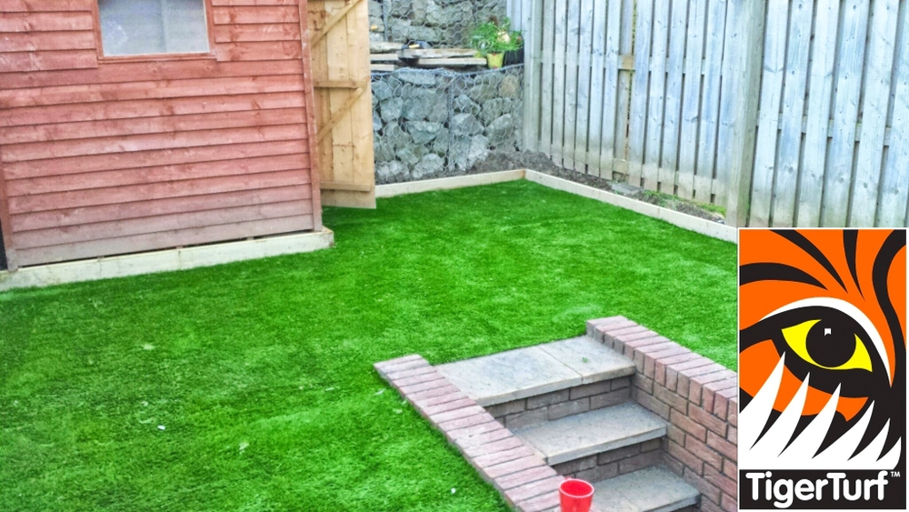 Terrace installation TigerTurf Finesse Deluxe