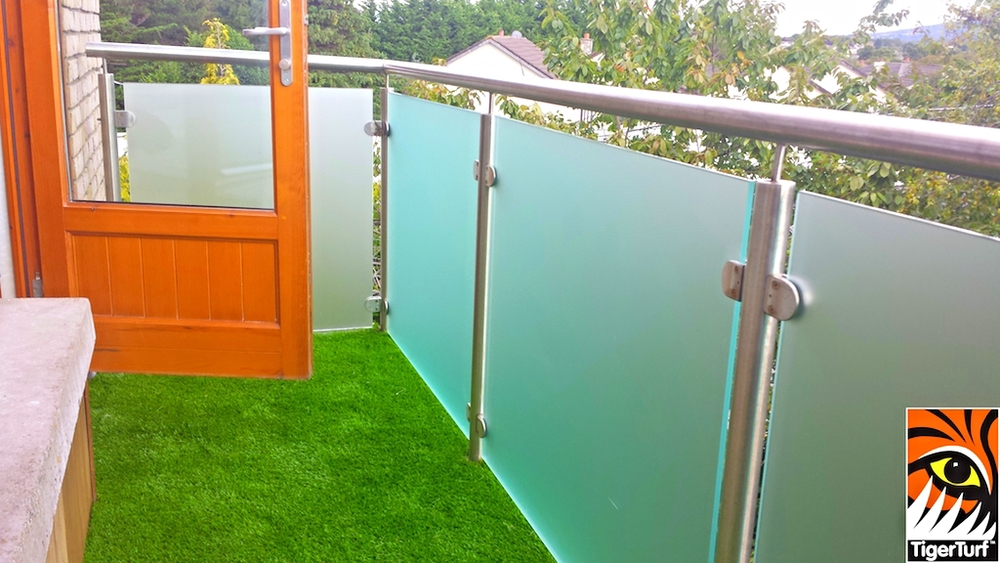 TigerTurf synthetic grass on balcony veranda