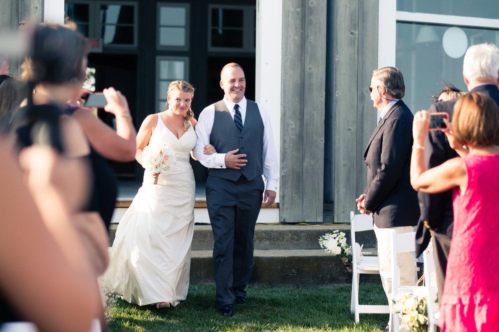 Kristen_Travis_Narragansett_Wedding-19.jpg