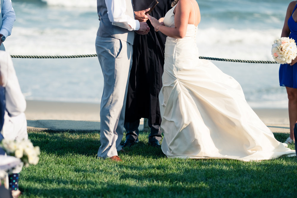 Kristen_Travis_Narragansett_Wedding-21.jpg