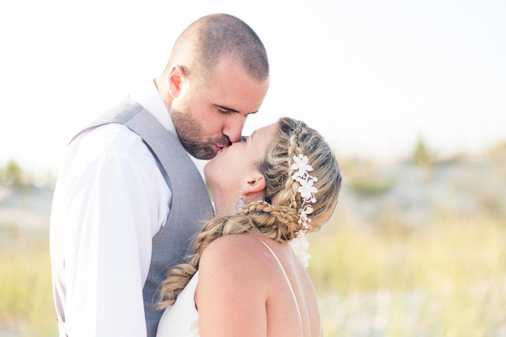 Kristen_Travis_Narragansett_Wedding-24.jpg