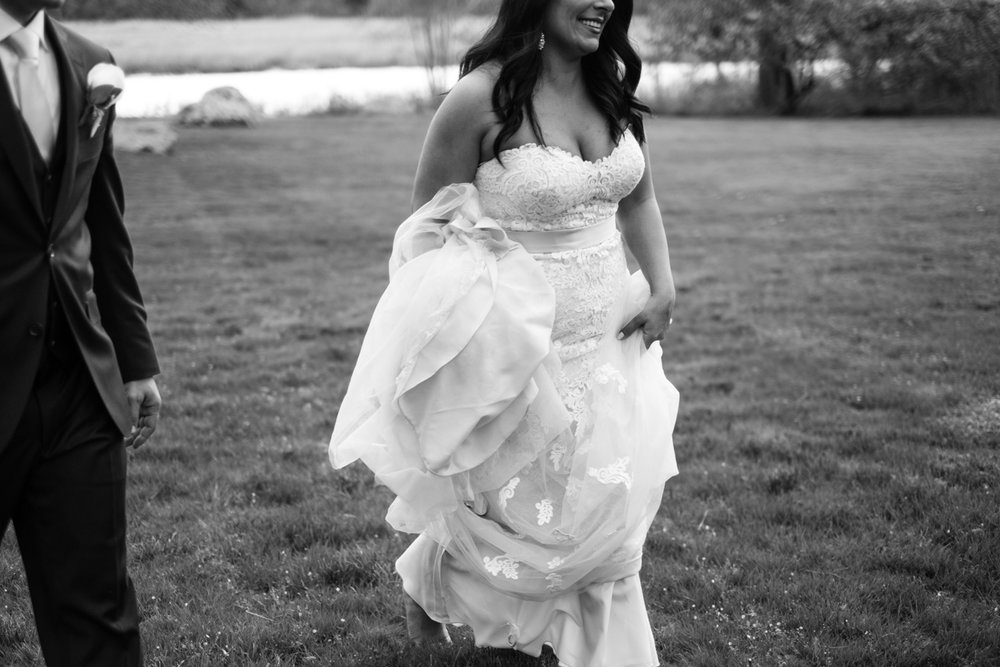 Tiare_Dan_BeeandThistleInn_Connecticut_Wedding-18.jpg