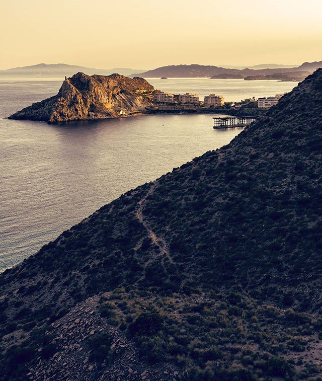 It was exhausting to reach the top, but the view up there was worth it all👌. Part of my landscape photography from Aguilas, Spain 2017  #aguilas #spain #murcia #landscape #oceanviews #wanderlust #landscapephotography #travelphotography #narestudios