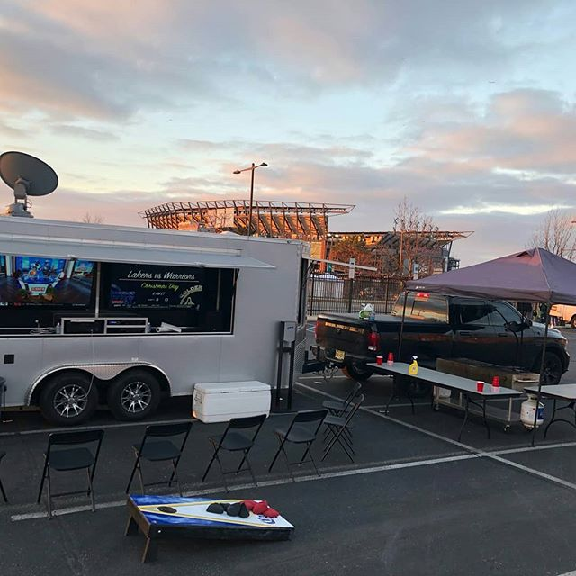 Bright and early start for the Eagles/Texans tailgate today in lot P! #tailgate #tailgateparty #parkinglotparty #thetailgatemafia #eagles #philadelphia #philly