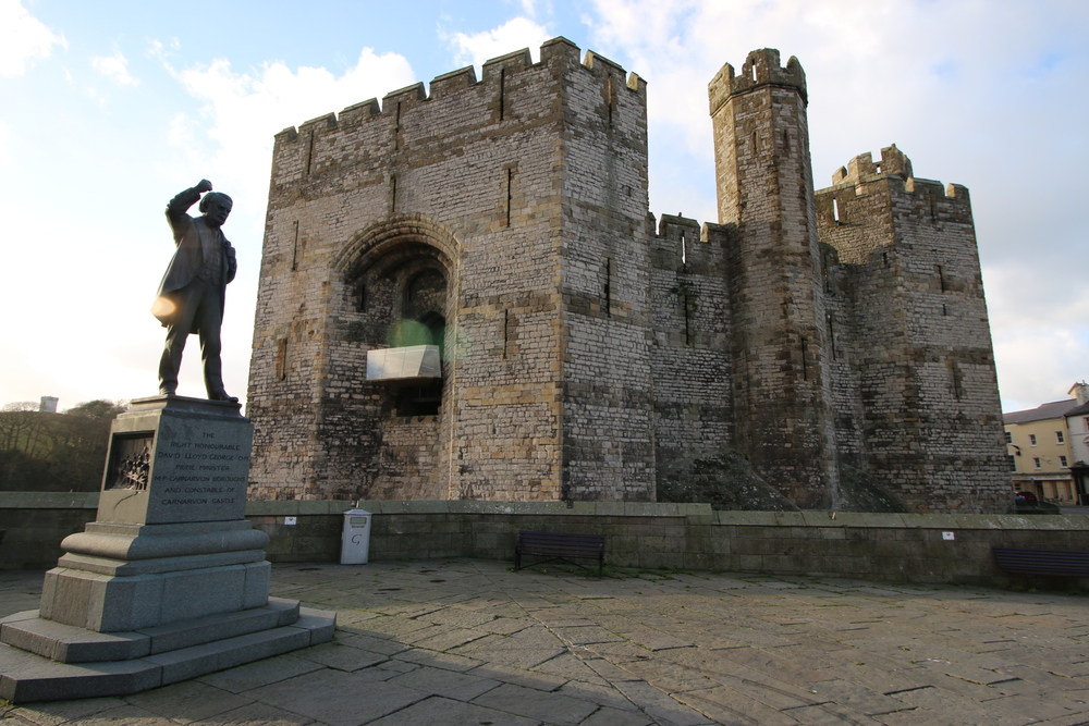The statue of Lloyd George and Caernarfon Castle.