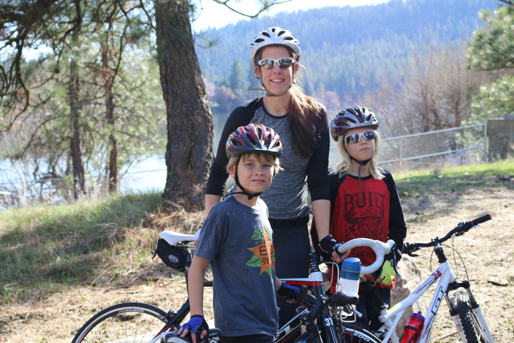 Nine Mile Falls: Nina and the boys out for a ride.