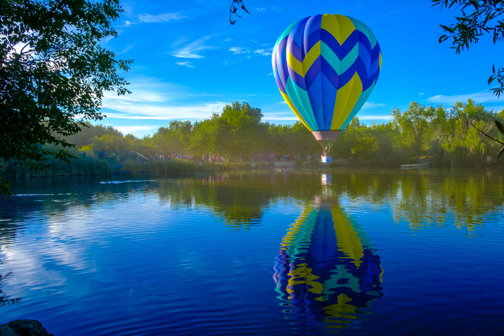 Around 7:30am the event starts to break up and everyone begins walking back to the parking lot.  This balloon hovered over the lake to give everyone a chance to take photos on the way out of the park.