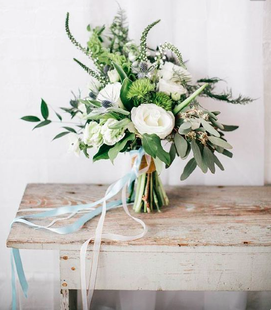 White Bouquet Loose and Airy .png