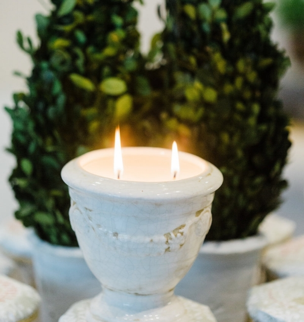 Holiday-Nouvelle-Candles-lit.jpg