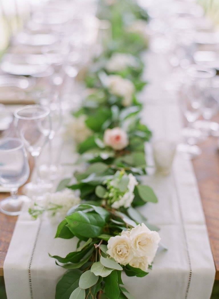 Charmant Greenery Garland White Pink Flowers White Table Runner.