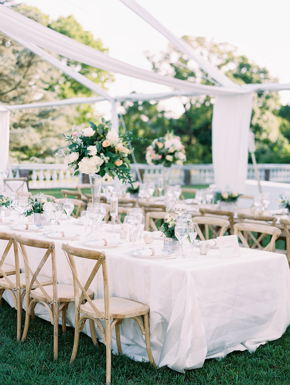 lisa-for-abby-tabitha-katie-tall-low-centerpieces-long-tables-outdoor-wedding-oatlands-jmorrisflowers.jpg
