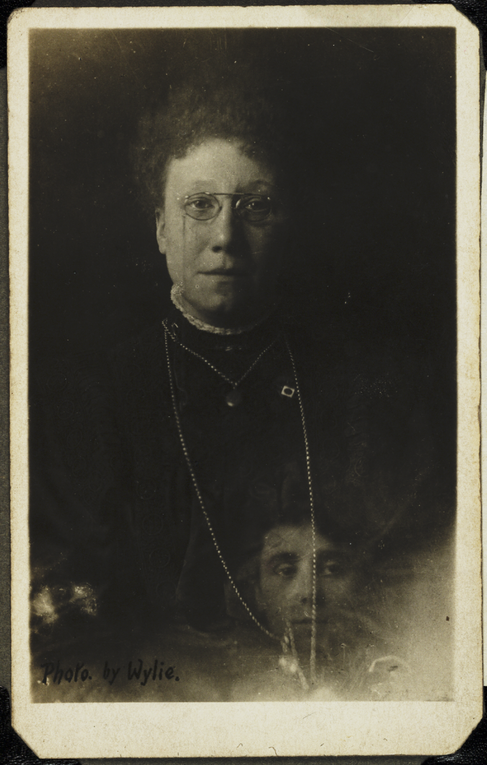Mrs. Bentley and the spirit of her deceased sister, Wylie, c. 1920.