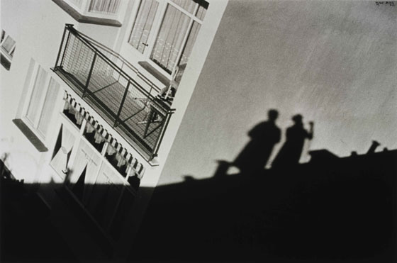 Hellerhofsiedlung Frankfurt. My shadow and the shadow of the architect Mart Stam on the roof , 1930.