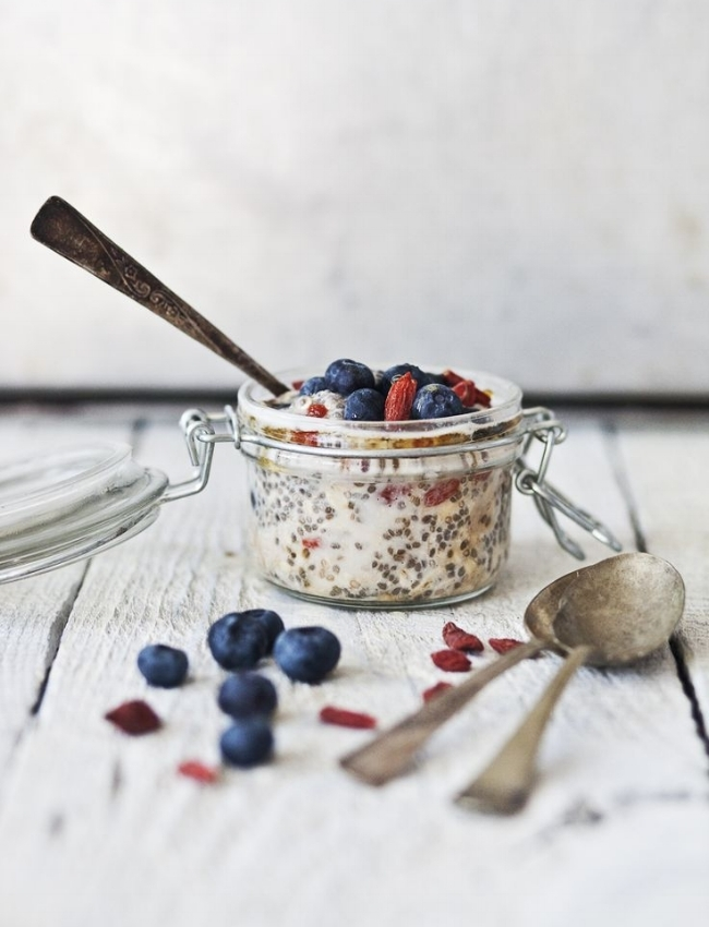 oats with goji berries and blueberries.jpg