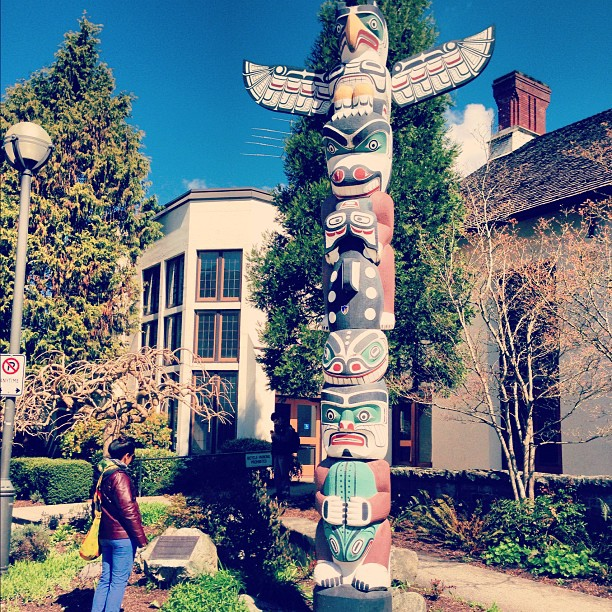 @Urban_Minerals: A commemorative totem pole on UBC campus granting the use of the Native name of Thunderbird for the schools teams. http://t.co/rywfGGZlMJ with