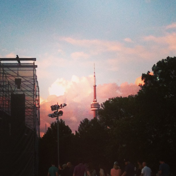 Sunset in the city #torontosummers 08/01/13