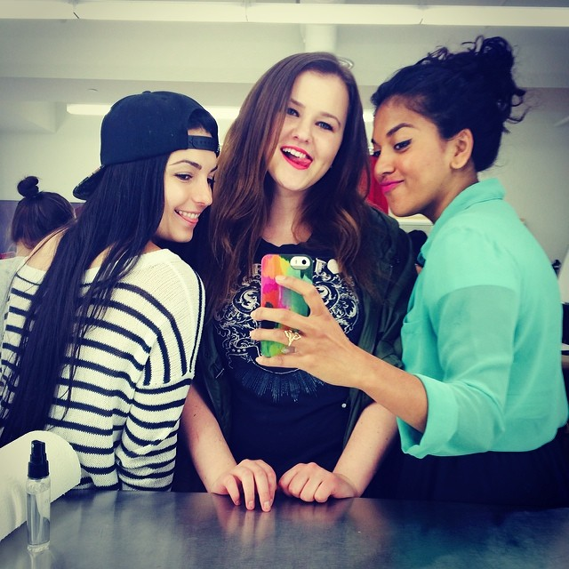 These girls though 😳😁😘❤️🌈#makeupartists #friends #daysofsummer #love