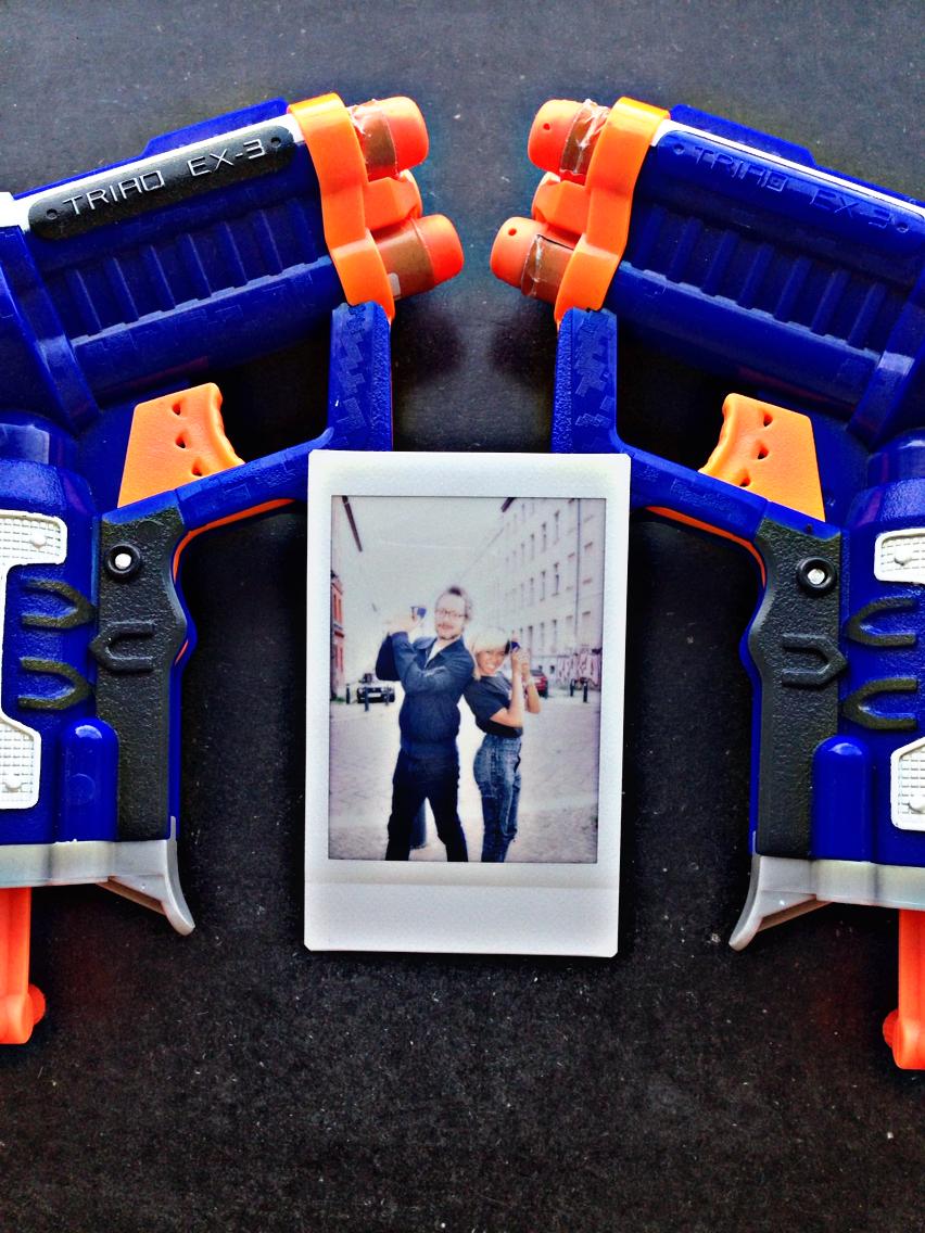 Niko Woischnik & Super Ivi pose 007 style!Instagram @TheHashtagHERO
