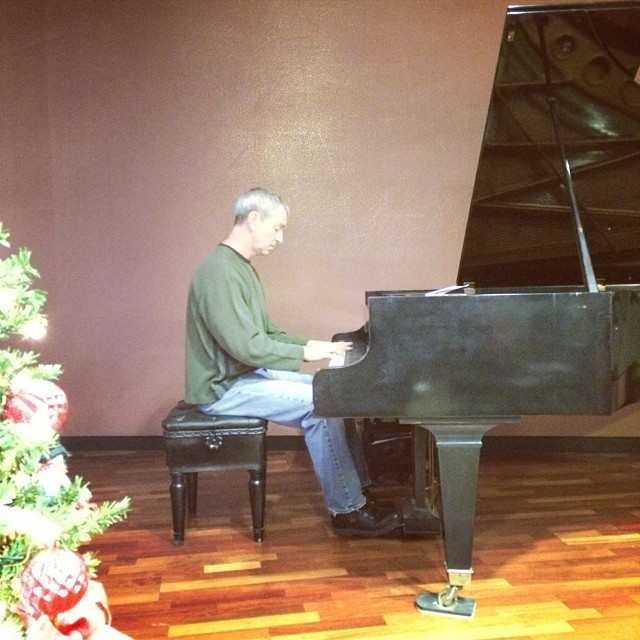 David Templeton playing the Bösendorfer at Keller Williams
