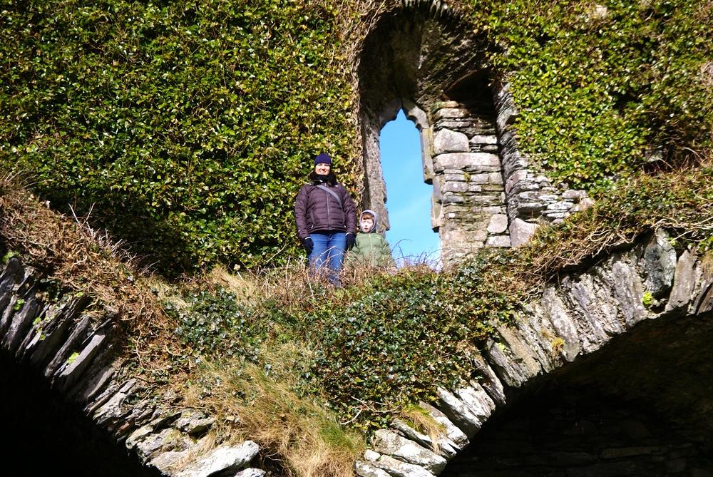 Sjov i en gammel slots-ruin