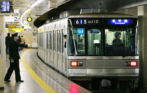 tokyo_train2.jpg
