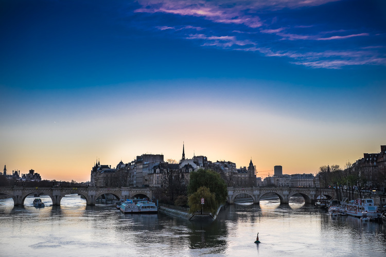 Ile de la cite at sunrise from the pont des arts