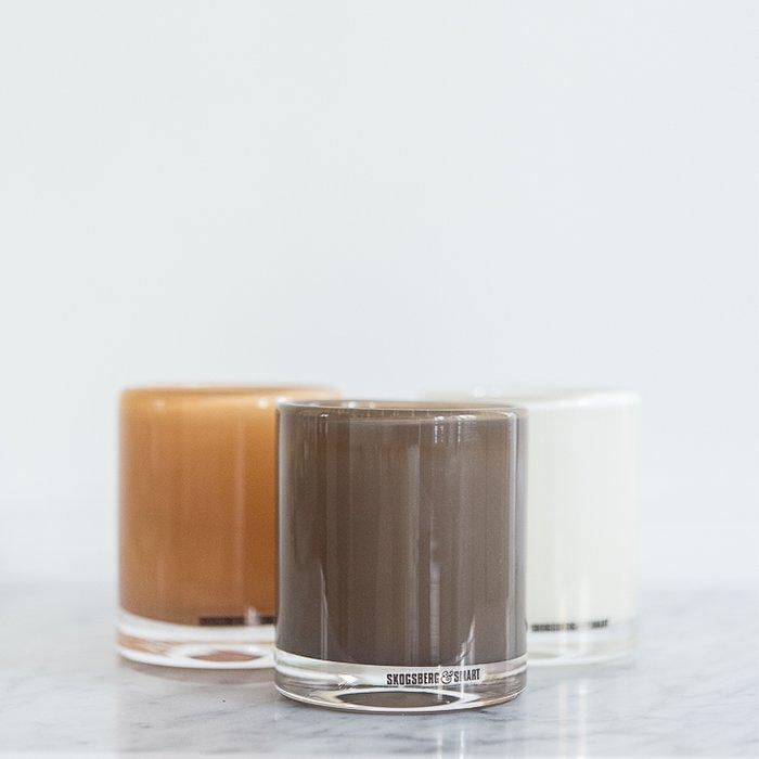 Små lyslykter i farge vanilla og chocolat. Pris: 550,-