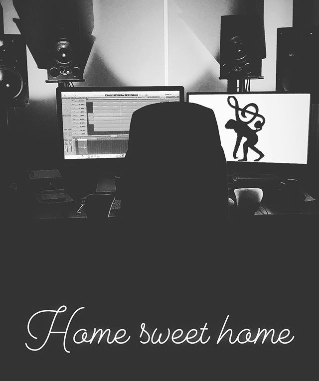 🏡 #musicproduction #sounddesign #songwriting #session #pop #rock #beats #drums #bass #vocals #rhodes #logic