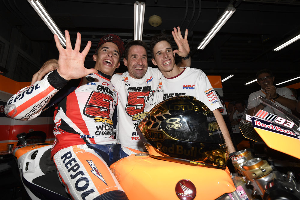 2016-motogp-world-champion-marc-marquez-julia-marquez-and-alex-marquez.jpg