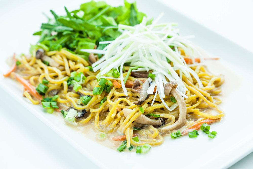 Yakisoba with creamy mushroom sauce