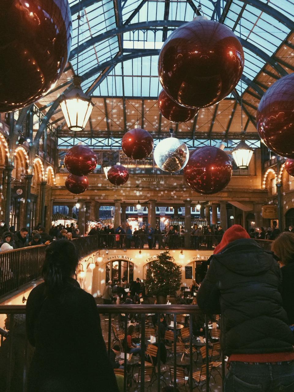 Christmas looks good on London.