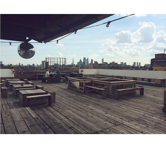 Working on the roof today. Well, if we can keep our eyes off the amazing view… #London #360Life #ShareOurSecret (at Netil360)