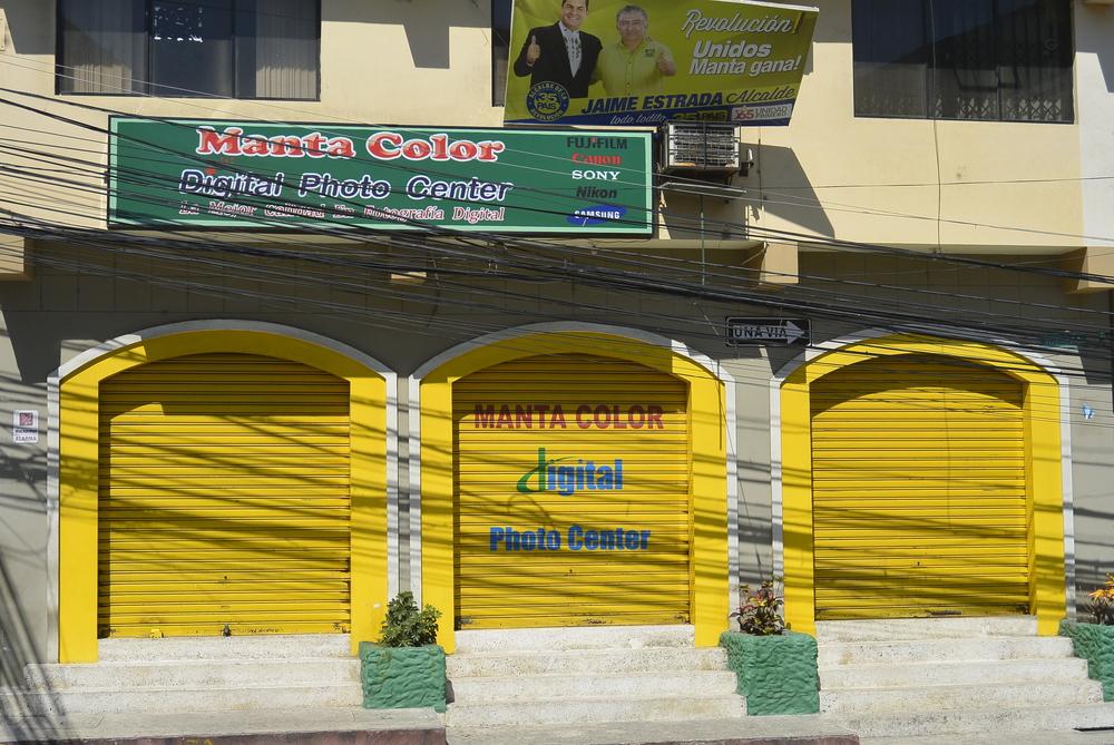 Manta Ecuador Shop Colorful
