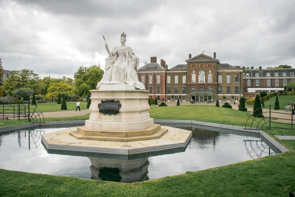 Statue of Queen Victoria and Kensington Palace