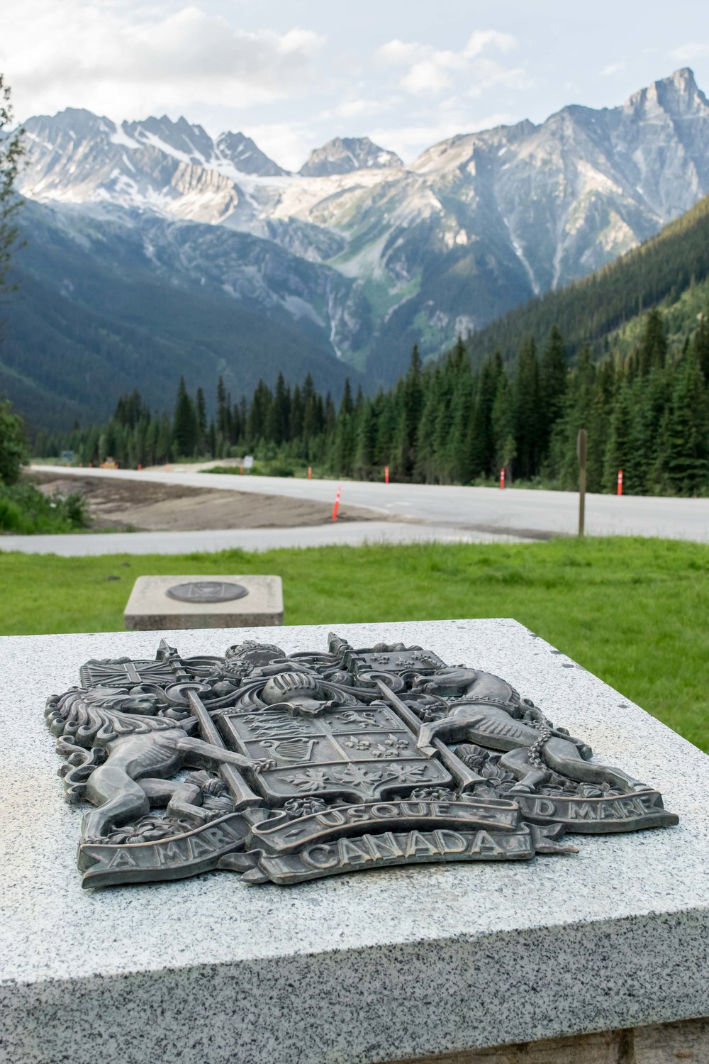 Canada plaque before Rogers Pass