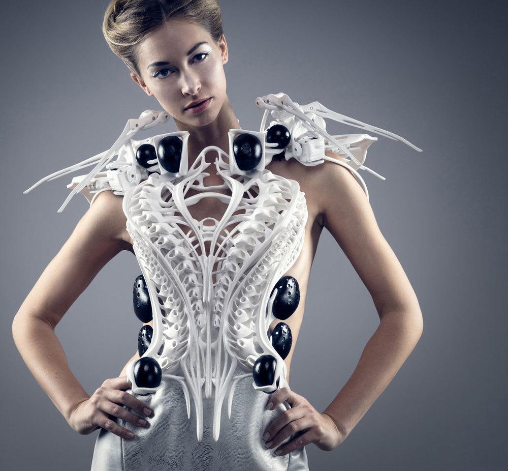 Spider dress d'Anouk Wipprecht
