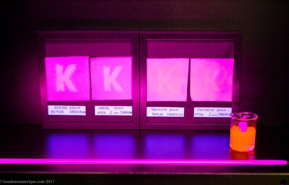 Démonstration du Photoactive Denim de Kassim Denim, sur le stand de la marque pakistanaise, au salon Denim Première Vision, le 27 avril 2017, à Paris - Photo Boudoir Numérique